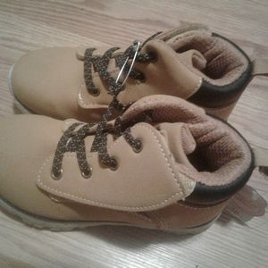 Boys ankle high boots